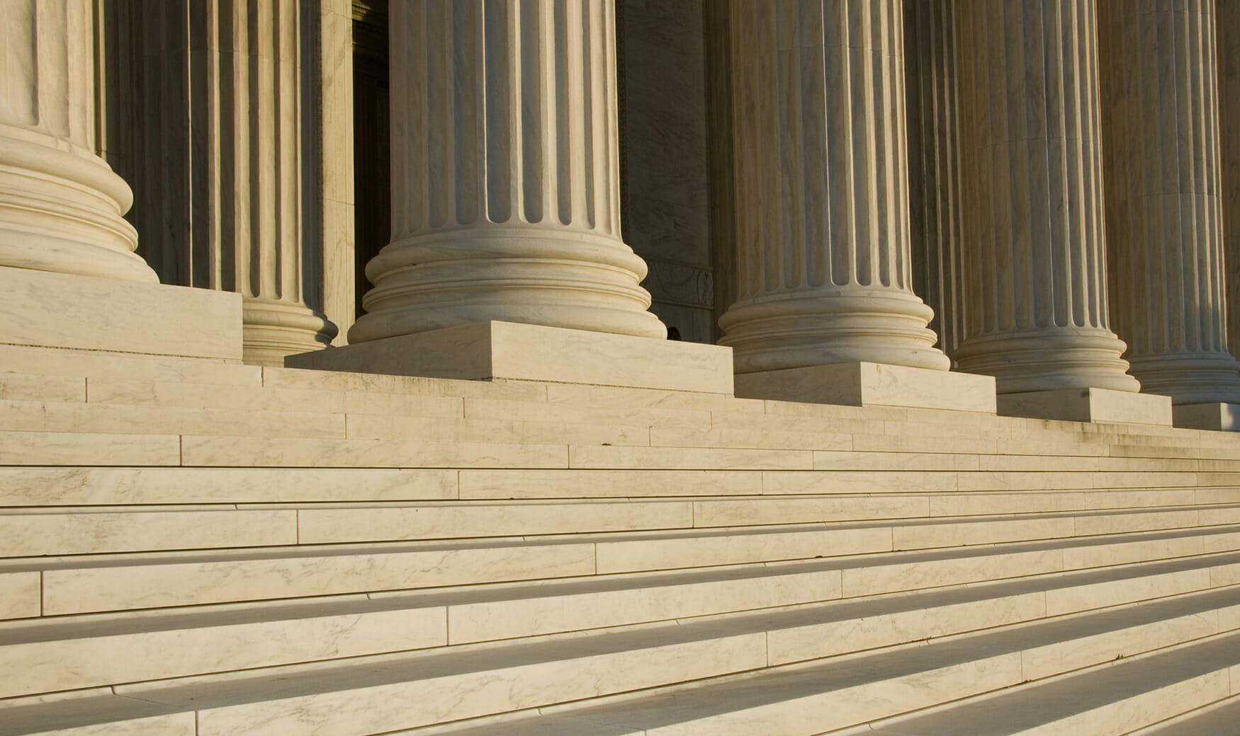 Services DE Law Columns